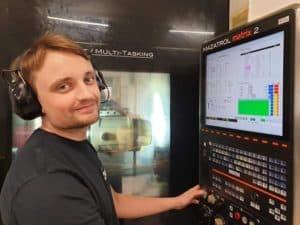 David vid Mazak INTEGREX i-200S - Götlunda CNC Teknik AB